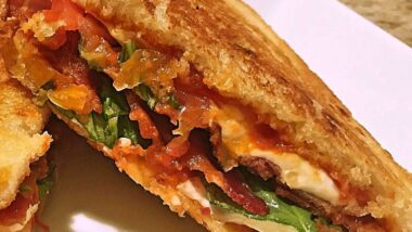 Delicious Caprese bacon melt In 20 minutes_5f7851f7b17b0.jpeg
