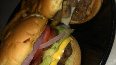 Delicious French onion burgers (mushroom & Swiss or fully loaded bacon burgers) In 18 minutes_5f76f84cdc40d.jpeg