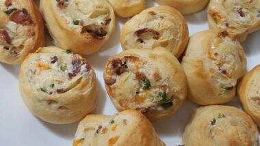 Perfect Bacon Jalepeno Popper Pinwheels In 18 minutes_5f7852677948e.jpeg