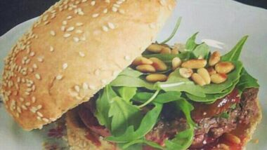 Recipe: Delicious Feta cheese Burger with Roasted figs_5f7851138e4dd.jpeg