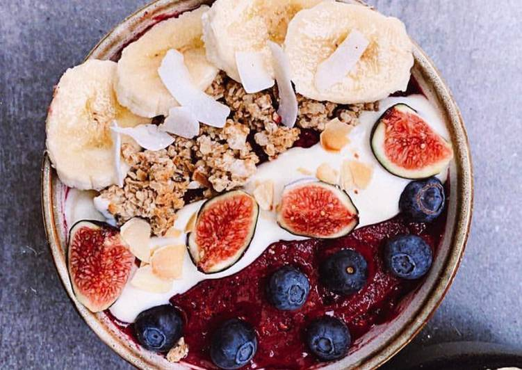 Recipe: Delicious Smoothie Bowl with Bananas and Blueberries_5f76f764bc02a.jpeg