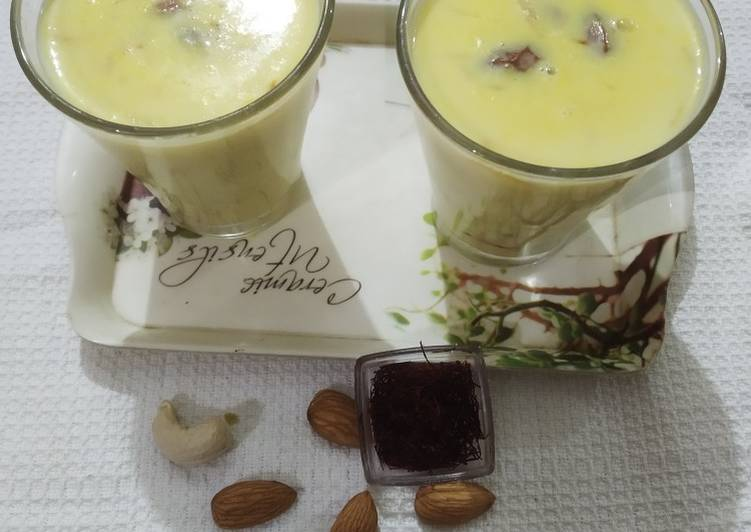 Recipe: Delicious Winter delicacy kesar dry fruit milk_5f7852f1e5c48.jpeg
