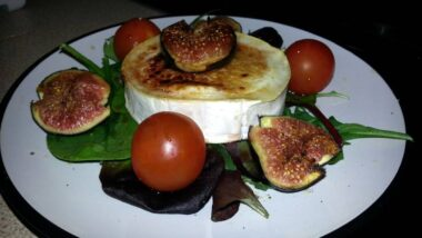 Recipe: Tasty Caramelised goats cheese and fig salad_5f78517e41d57.jpeg