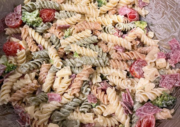 Tasty Bacon Cheddar Ranch Pasta Salad In 17 minutes_5f75a43f2529c.jpeg