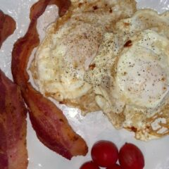 Yummy Over Easy Fried Eggs and Bacon In 19 minutes_5f75a44422528.jpeg